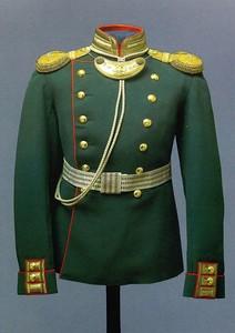 3c513247b5c Paraadivormiriietuse kandmise tingimused Venemaal olid lühikesed, enamik  neist olid kantud mantlid või tuunid ning sõjaväe laod olid täidetud  vormimata ...